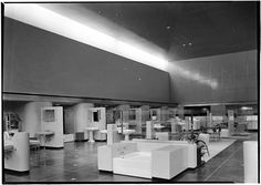 Standard Sanitary Showroom, NYC, NY Photo by Samuel H. Gottscho, 1937 Image via Museum of the City of New York (Prints Available) Modern retail design in the form of a bathroom interiors...