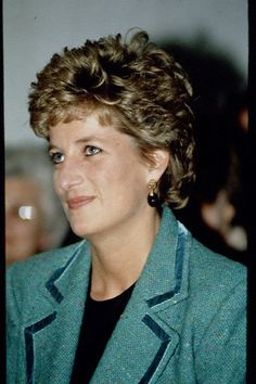 Princess Diana's Jewelry YELLOW GOLD AND BLACK PEAR DROP EARRINGS