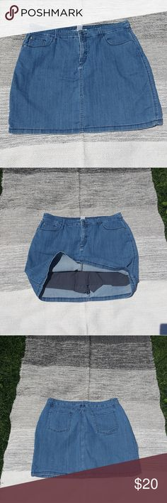 Croft&Barrow denim skirt Previously owned in very good condition. Its lined with shorts under. Size 16 stretch classic fit. croft & barrow Skirts Pencil