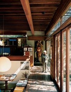 The Family Home of Architect Ray Kappe. (Photo by João Canziani. This originally appeared in Ray Kappe-Designed Multilevel House in Los Angeles. European Style Homes, European Home Decor, Interior Architecture, Interior And Exterior, Mid-century Modern, Modern Homes, Modern Design, My House, Future House