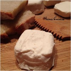 Fromages demi-secs de vache ou de chèvre 2 Queso Cheese, Types Of Cheese, Pastry Cake, Charcuterie, Camembert Cheese, Recipies, Dairy, Food And Drink, Bread