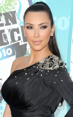 Teen Choice Awards 2010: Kim Kardashian and Emma Roberts' slick ...