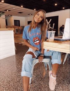 Ideas For Moda Hipster Fall Outfits Schools Look Fashion, Teen Fashion, Fashion Outfits, 80s Rock Fashion, Fashion Ideas, Urban Fashion Women, Fashion Black, Paris Fashion, Winter Fashion