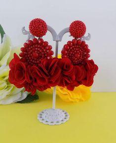 Artículos similares a Elanna Red Beaded Flower Tassel Earrings en Etsy Gold Star Earrings, Bar Stud Earrings, Red Earrings, Simple Earrings, Tassel Earrings, Etsy Earrings, Fabric Earrings, Fabric Jewelry, Beaded Jewelry