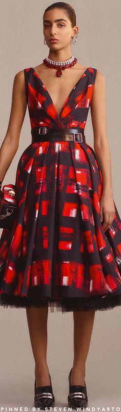 Alexander McQueen Pre-Fall 2019 Fashion Show - High Fashion, Fashion Show, Fashion Outfits, Womens Fashion, Fashion Design, Fashion Trends, Haute Couture Style, Alexander Mcqueen, Taffeta Dress