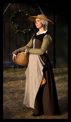 Henrican Kirtle. I'm going to make something like this very soon :)