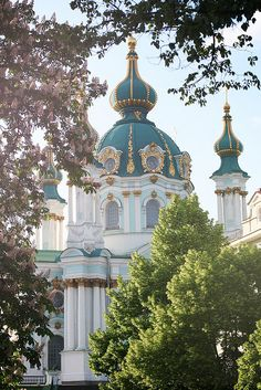 The Saint Andrew's Church is a major Baroque church located in Kiev. The church was constructed in It is sometimes incorrectly referred to as a cathedral. Russian Architecture, Church Architecture, Beautiful Architecture, Beautiful Buildings, Architecture Details, Sacred Architecture, Places Around The World, Oh The Places You'll Go, Around The Worlds