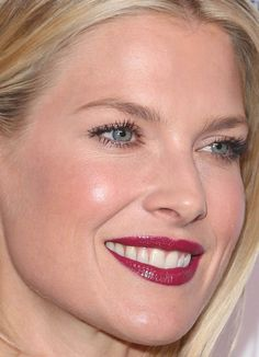 Close-up of Ali Larter at the 2016 Variety and Women in Film Pre-Emmy Celebration. Celebrity Makeup Looks, Celebrity Beauty, Beautiful Celebrities, Beautiful Actresses, Blonde Beauty, Hair Beauty, Beauty Style, Light Eye Makeup, Berry Lipstick