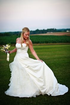 bride photography pose examples | Bridal Portraits | Wedding Poses | Bridal | Wedding | Event | Weddings