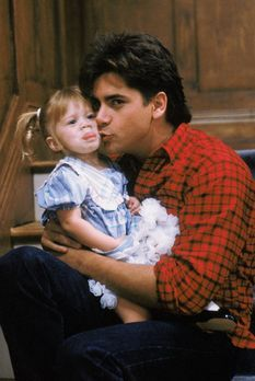 Full House - Jesse (John Stamos, r.) und die kleine Michelle (Mary-Kate/Ashle...