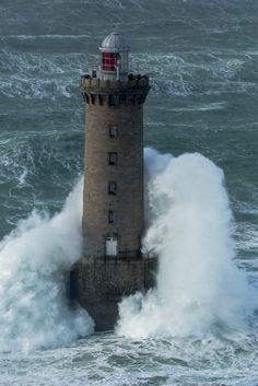 Phare de kereon fevrier 2014 philip plisson Beacon Of Hope, Beacon Of Light, Ocean Beach, Ocean Waves, Lighthouse Storm, Travel Log, Beautiful Places To Visit, Surfers, Petra