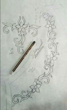 Border Embroidery Designs, Hand Embroidery Patterns, Embroidery Thread, Floral Embroidery, Beaded Embroidery, Bordados E Cia, Crochet Patron, Hungarian Embroidery, Embroidered Clothes