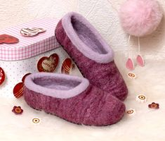 Warm wool slippers for toddler girl - Size 8 ready to ship Grey Slippers, Slippers For Girls, Womens Slippers, Wool Shoes, Felt Shoes, Felted Wool Slippers, Baby Girl Shoes, Handmade Felt, Grey Shoes