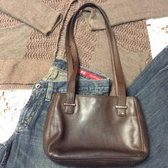 """SMALL FOSSIL BROWN LEATHER HANDBAG Cute leather bag in a beautiful brown leather and in gently used condition inside and out.. This doesn't have a fossil patch patch inside, but has fossil hardware on the outside on straps BAG SIZE. 9x6 12"""" strap Fossil Bags"""