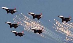 طيران التحالف يستهدف معسكر ألوية الصواريخ في…: طيران التحالف يستهدف معسكر ألوية الصواريخ في جبل عطان وقاعدة الديلمي الجوية المجاورة لمطار…