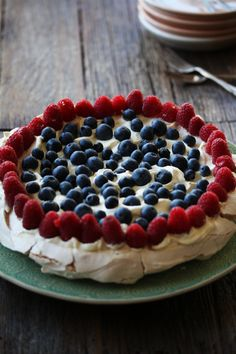 A super quick and easy pavlova recipe! Click through for the full recipe and instructions!