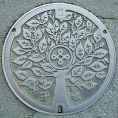 Tree design manhole cover