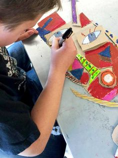Com mask making! Kunst Picasso, Art Picasso, Cardboard Mask, Cardboard Sculpture, Painting Lessons, Art Lessons, Art For Kids, Crafts For Kids, 6th Grade Art