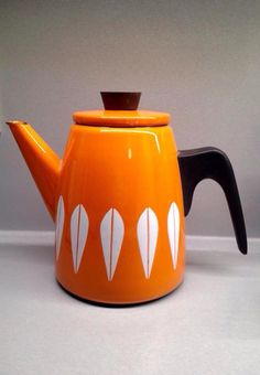 Cathrineholm of Norway 1950s Lotus pattern coffee pot. Gorgeous!