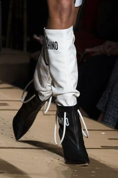 Moschino at Milan Fashion Week Fall 2017 - Details Runway Photos Women's Shoes, Shoes 2017, Me Too Shoes, Shoe Boots, Moschino, Runway Shoes, Urban Fashion, Womens Fashion, Trendy Swimwear