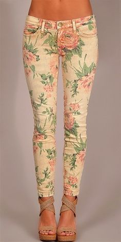 Floral jeans... topped with a pastel plain shirt... love!