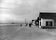 Hermosa Beach Strand circa 1930's. Manhattan Beach California, California Coast, California Homes, Southern California, Bullhead City, Bay Photo, Old Photos, Vintage Photos, Hermosa Beach