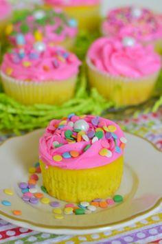 Flour On My Face | Easter Cupcakes Funfetti Surprise | http://flouronmyface.com