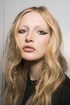 Loving this black eyeliner styled with tousled waves with braids..