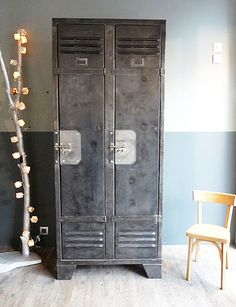 29 Awesome Industrial Vintage Decor Ideas For A Brick & Steel Living Space vintage metal lockers Loft Interior, Industrial Interior Design, Vintage Industrial Furniture, Old Furniture, Industrial Interiors, Industrial Lockers, Metal Lockers, Industrial House, Industrial Chic