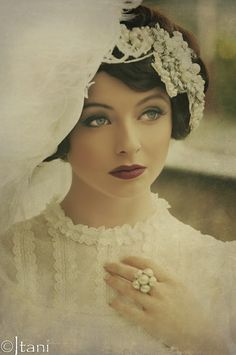 #1940s #1930s #Whitegown Gorgeous make up