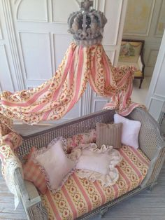 Spectacular and inviting!French Country Canopy Daybed 1:12 Dollhoyse by MaritzaMiniatures