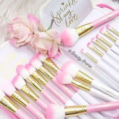 Pink Glam Brush Book♥ – Includes case and 25 brushes. These are so beautiful and feminine, probably wouldn't want to use them just to keep them so pretty! Cost is prohibitive of my bank account, but maybe one day...$325 @ slmissglambeauty.com