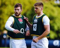 Owen Farrell Photos Photos - Elliot Daly (L) talks to team mate Owen Farrell during the England training session held at Pennyhill Park on November 2016 in Bagshot, England. Rugby League, Rugby Players, Football Players, Work Hard In Silence, Manchester United, Pretty Boys, England, Guys, Sports
