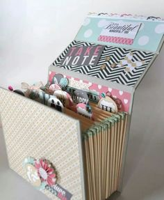 This would be a great way to present memory dex cards as a gift! Mini Albums, Mini Scrapbook Albums, Cardboard Crafts, Paper Crafts, Diy Paper, Handmade Books, Diy Box, Diy And Crafts, Craft Projects