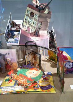Pop up Books Children's Pop Up Books, Tunnel Book, Pop Up Art, Kawaii Plush, Paper Engineering, Book Sculpture, Middle School Art, Book Projects, Altered Books