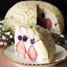 Not only is this cake berry yummy, but it's gorgeous too.