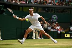 Roger Federer goes after a forehand - Florian Eisele/AELTC