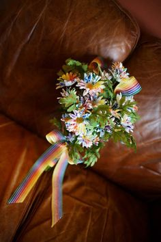 video lesbian women with flowers bouquet kissing qsfdsismewet