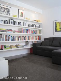 Nice book shelf / Kekseliäs kirjahylly