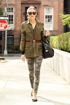 Amazing Olivia Palermo and her street style. Olivia Palermo Outfit, Estilo Olivia Palermo, Olivia Palermo Lookbook, Millie Mackintosh Wedding, Hot Kiss Clothing, Camouflage, High Street Trends, Cool Outfits, Fashion Outfits