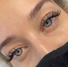 Natural Fake Eyelashes, Perfect Eyelashes, Best Lashes, Fake Lashes, Eyelash Extensions Classic, Natural Looking Eyelash Extensions, Eye Makeup, Hair Makeup, Makeup Ideas