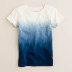 DIY: Dip Dyed T-shirt - I Arted Shirt - Ideas of I Arted Shirt - diy dip dyed t-shirt.to me I think it would be better if it was long sleeve and its so durable Dip Dye T Shirts, Diy Tie Dye Shirts, Tee Shirts, Diy Fashion, Ideias Fashion, Shirt Diy, Diy Kleidung, Diy Vetement, Diy Clothing