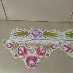 This Pin was discovered by HUZ Crochet Doilies, Crochet Lace, Filet Crochet Charts, Chrochet, Crochet Designs, Elsa, Decorative Boxes, Embroidery, Pattern