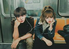 Here to share the same song🎶 Kpop Couples, Anime Couples, Cute Couples, Bts Blackpink, Foto Jungkook, Love Cartoon Couple, Cute Couple Art, Perfect Couple, Jennie Lisa