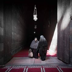 Two women enter the mosque early in the morning in Cairo Egypt.  #cairo #egypt #rcmemories #mosque #islam  #streetphotography #travelphotography #ritzcarlton @ritzcarlton