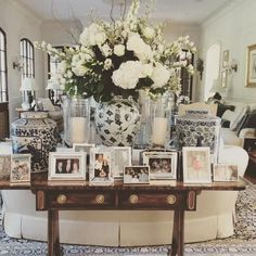 Living room side table decor family room designs furniture and decorating ideas home furniture console table . Formal Living Rooms, My Living Room, Living Room Decor, Modern Living, Dining Room, Small Living, Traditional Decor, Traditional House, Traditional Family Rooms