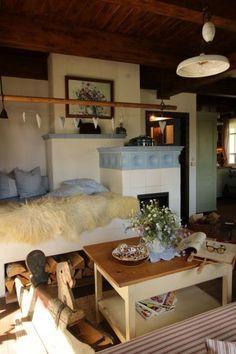 Interiér Roubenky Rocket Stove Design, Japanese Interior Design, Timber Frame Homes, Rocket Stoves, Farms Living, Cabins And Cottages, Cottage Design, Home Decor Furniture, Cozy House