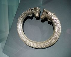 celts - silver torque (Kunst der Kelten, Historisches Museum Bern) by Cåsbr on Flickr