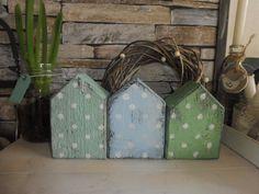 Deko-Objekte - Holzhäuschen mit Pünktchen - ein Designerstück von nostalgie-in-holz bei DaWanda