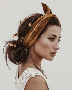53 Hottest Womens Spring Hair Style Ideas For - Haarstylist - Accesorios para Cabello Pigtail Hairstyles, Bobby Pin Hairstyles, Bandana Hairstyles, Spring Hairstyles, Girl Hairstyles, Braided Hairstyles, Hairstyle Short, Hair Scarf Styles, Long Hair Styles